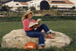 A student studies at Alumni Park, c. 1980