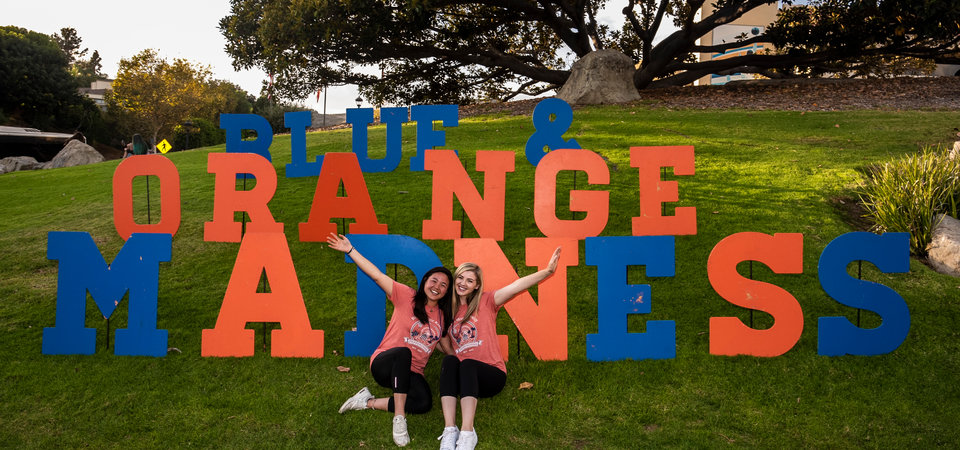 Pepperdine students on Alumni Park for Blue and Orange Madness