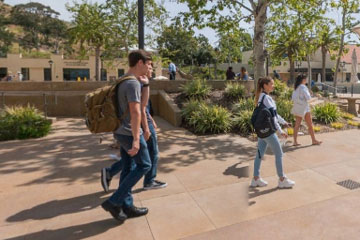 Students walking on lower campus on Pepperdine's malibu campus