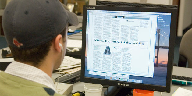 Journalism majors read local news online - Journalism Degree