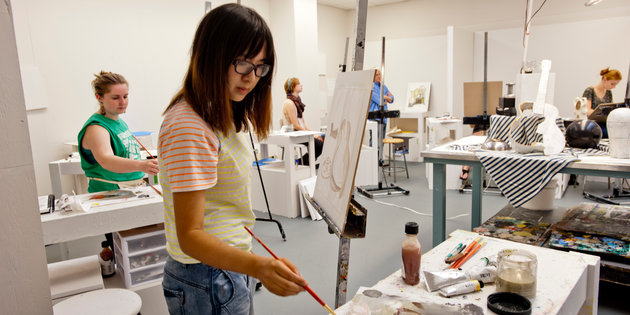 Art majors learn how to paint during an art class - Art Degree