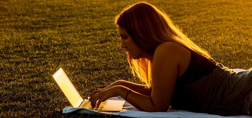 Seaver student studying on laptop outside