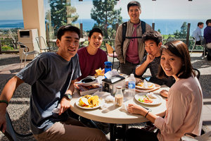 Pepperdine students dining at Waves Cafe